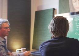 Afbeelding van een Face-to-Face bijles bij MathMind op kantoor